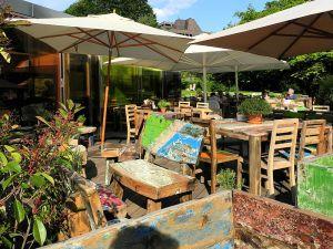 800px-'Restaurant-Kiosk_Riesbach'_beim_Hafen_Riesbach_in_Zürich-Seefeld_2012-05-29_17-47-25_(P7000)